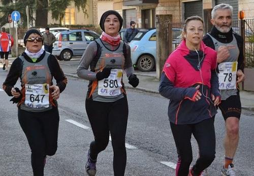 """Sandrini Maria e Baldini Roberta in azione, controllate dal """"marpione"""" Rino"""